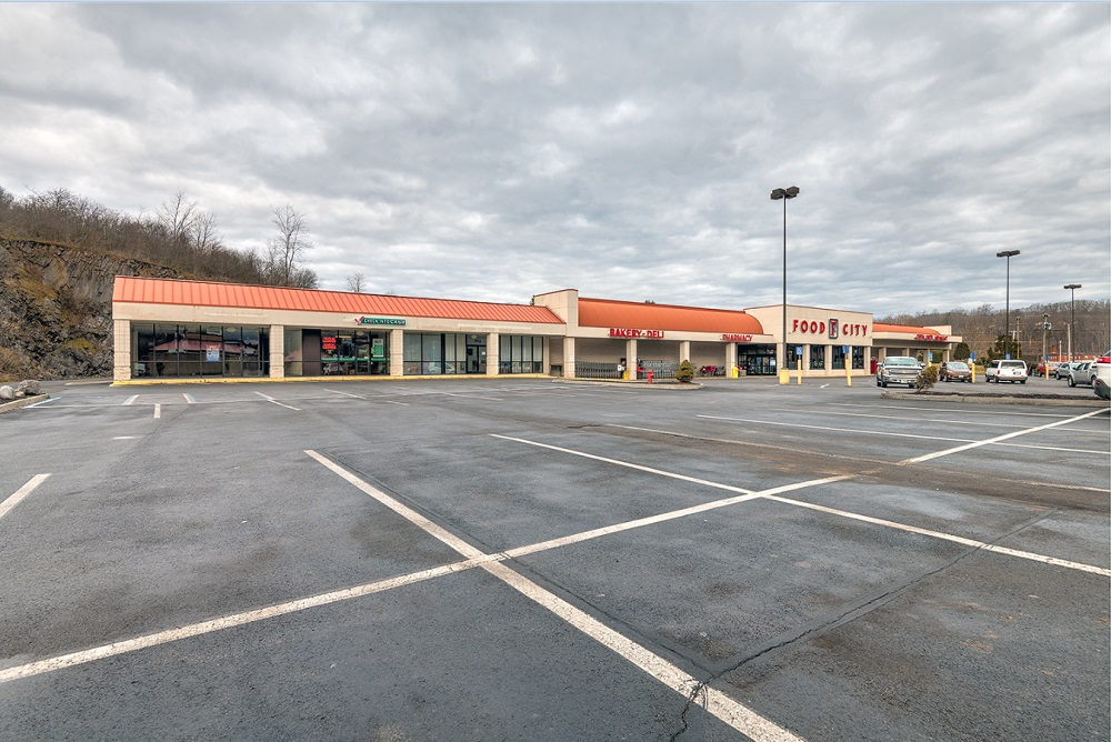 1000 Leatherwood Lane, Bluefield, Virginia 24605, ,Commercial,For Lease,Leatherwood Lane,1,1033